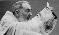 """Leia mais:10 ensinamentos de Padre Pio para """"sacudir"""" sua vida"""